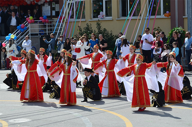 Turkish children dancing