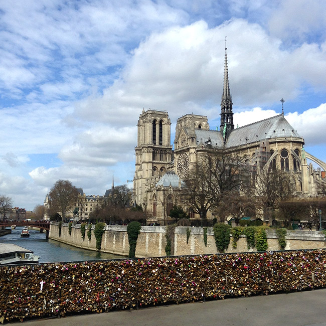 Lock bridge with Notre Dame in back