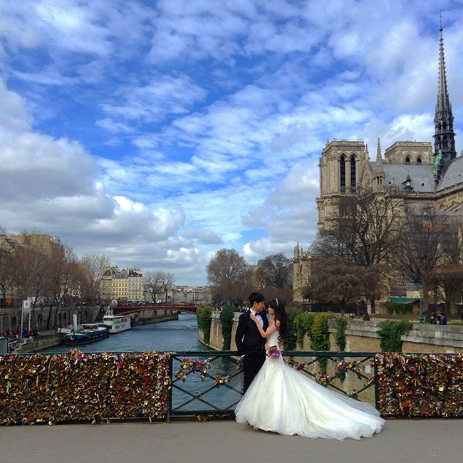 Wedding at lock bridge