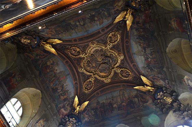 Louvre: Elaborate ceiling