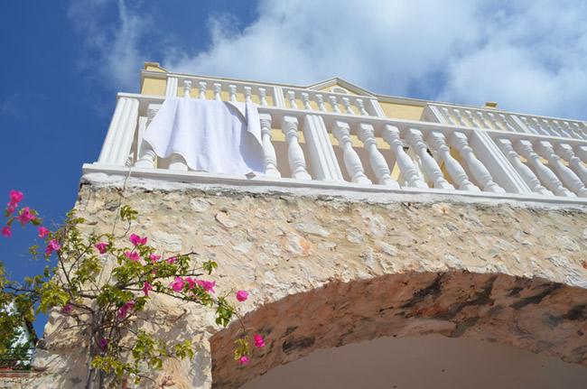 Villa Derin wall