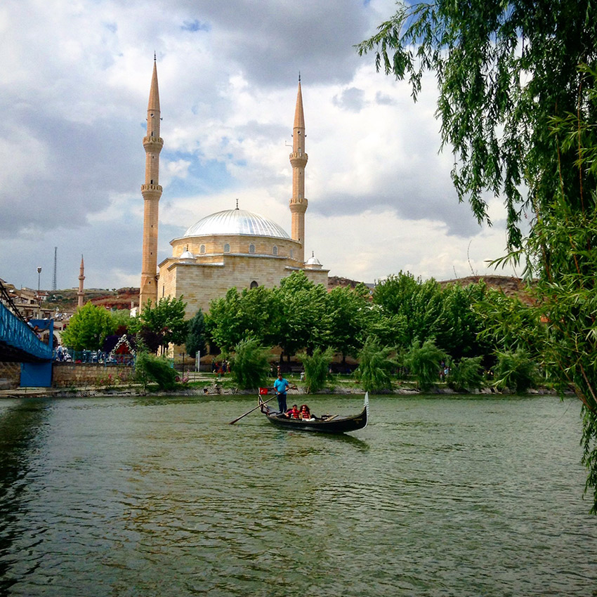 Avanos river, mosque, gondola