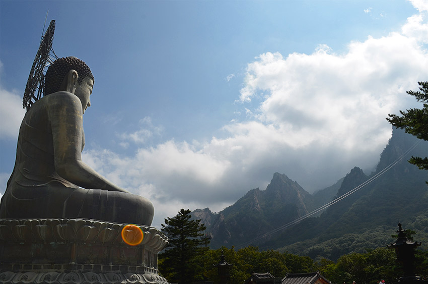 Buddha looking over Seoraksan National Park