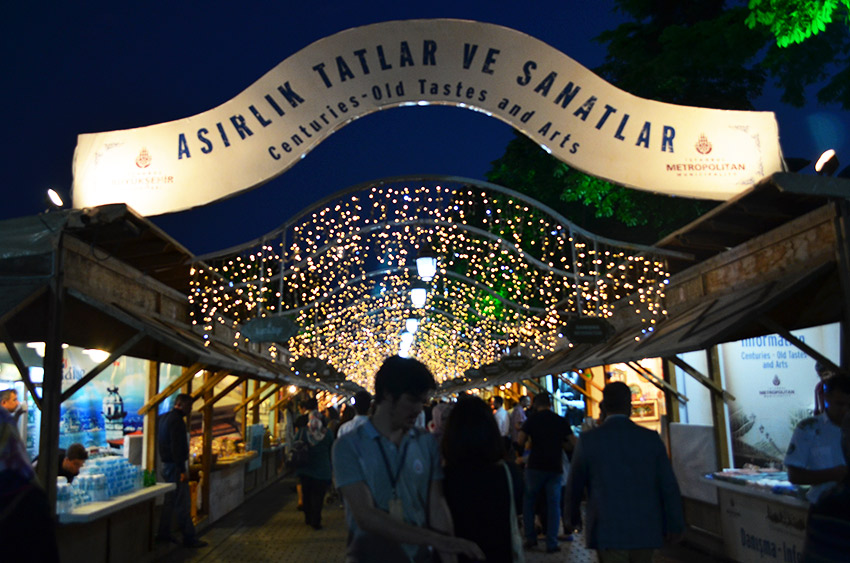 Art bazaar in Istanbul