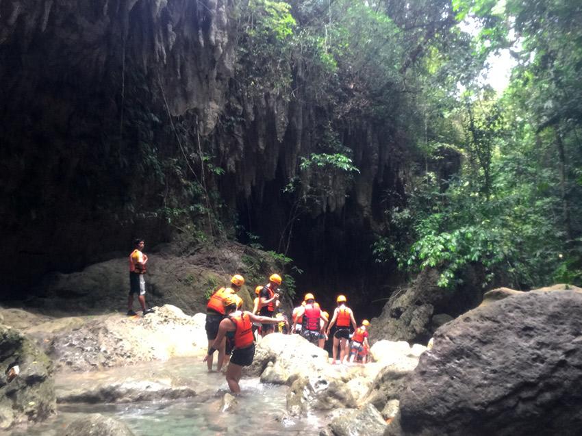 Hiking Kawasan Falls