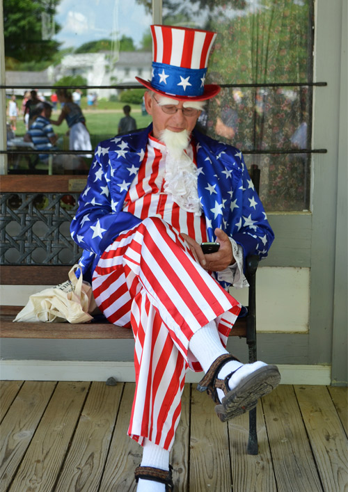 Uncle Sam texting