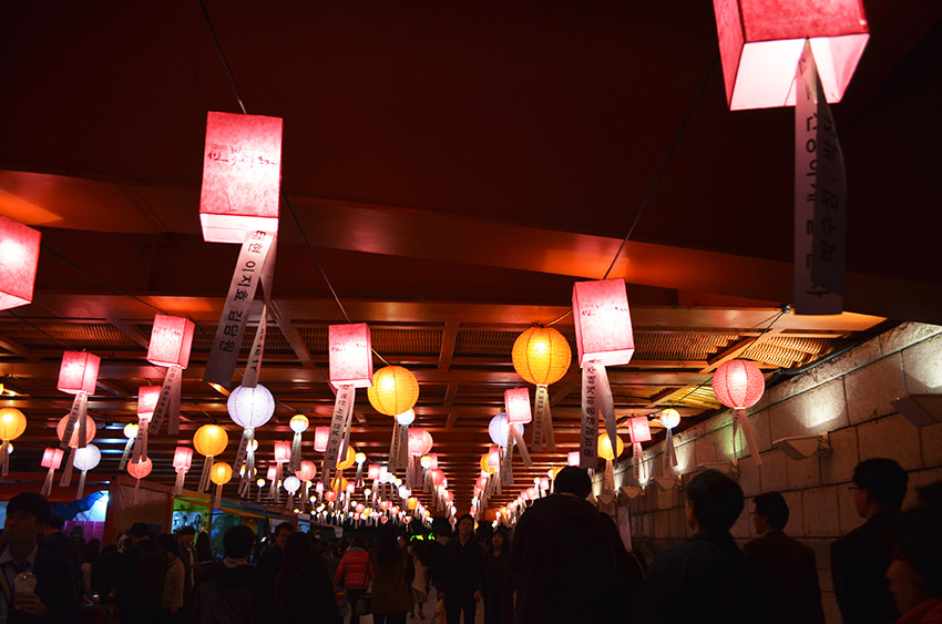 Hanging lanterns under bridge